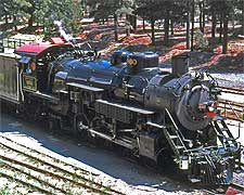Photo of steam locomotive on the Grand Canyon Railway, image by Spbear