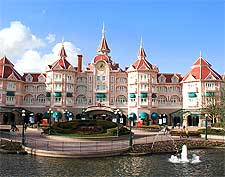 Photo of the Disneyland Hotel near Paris, taken by Davi Jafra