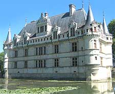 Photo of the fairytale Chateau d'Azay-le-Rideau in the Loire Valley