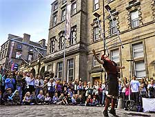 Photo of street performer at the Edinburgh Festival Fringe