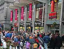 Photo of shoppers on Union Street