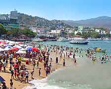 Summer picture of crowds on Acapulco's Playa Tlacopanocha