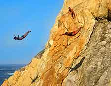 Photo of Acapulco cliff diver at the Quebrada Cliffs