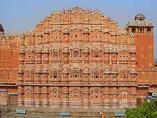 Image of the Hawa Mahal (Palace of the Winds)
