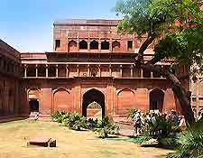 Picture of the Red Fort on a sunny day