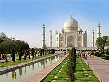 Picture of the Taj Mahal, the main reason tourists stay in Agra