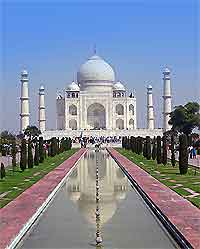Many dining establishments have views overlooking the Taj Mahal