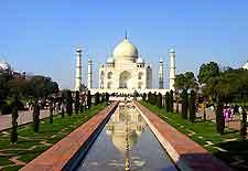 Breathtaking view of the world-famous Taj Mahal