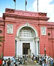 Further view of the entrance to the Egyptian Antiquities Museum
