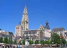 Image of the Groenplaats Square and Antwerp cathedral