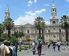 Photo showing people in the Plaza de Armas