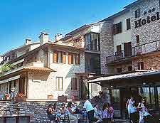 Image of al fresco diners enjoying the sunshine
