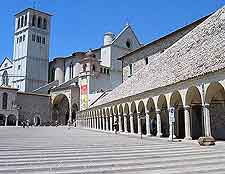 Picture of the main plaza in Assisi