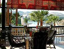 Picture of al fresco dining at the Cataract Hotel