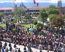 Photo of crowds in the Plaza de Armas