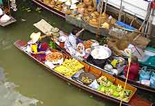 Bird's eye picture of Floating Market at Samut Songkhram