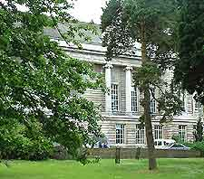 Picture of the exterior of the Ulster Museum