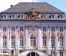 Close up picture of the Altes Rathaus (City Hall)