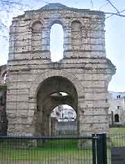 Photo of the Palais Gallien once a 3rd-century amphitheatre entrance