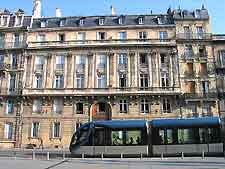 Bordeaux Airport (BOD) Hotels: Photo showing the tram in the city centre