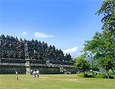 Photo showing the temple from the north-east plateau, taken by Gunkarta Gunawan Kartapranata