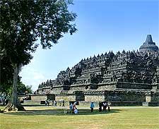 Further view of the temple, by Gunkarta Gunawan Kartapranata