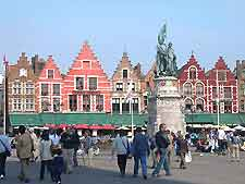 Photo of crowds in the Grote Markt square