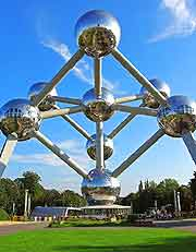 Brussels Tourist Attractions: Close-up picture of the famous Atomium structure