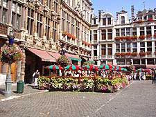Brussels Airport (BRU) Facilities: Photo of al fresco dining on the Grote Markt square