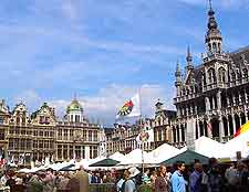 Picture of shoppers on the Grote Markt