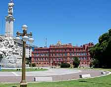 Picture of the Plaza Colon and monument