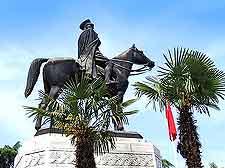 Picture of Bura's famous Ataturk statue