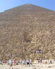 Picture of tourists exploring the Keops Pyramid