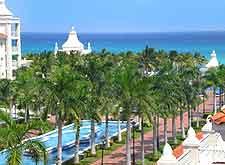 Coastal view of Cancun resort
