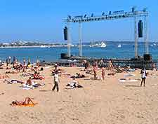 Photo showing the open-air beach cinema