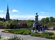 Picture showing harbourfront gardens