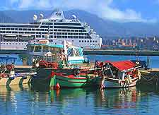 Photo showing the Pacific Princess cruise liner