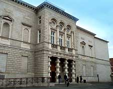 Photo showing Dublin's National Gallery