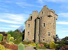 Picture of Claypotts Castle
