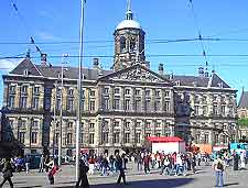 Picture of the imposing Amsterdam train station