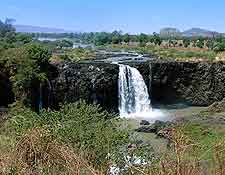 Distant view of the Blue Nile / Tisisat Falls