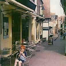 Photo showing a small cafe with al fresco dining in Frome, Somerset, England, UK