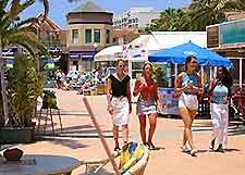 Picture of shoppers in Fuerteventura
