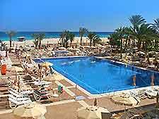 Photo showing the Riu Oliva Beach Hotel's swimming pool