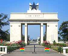 Picture of the famous Independence Arch at Accra