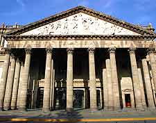Close-up picture of the Teatro Degollado