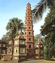 Picture of the Tran Quoc pagoda, by P4ntt