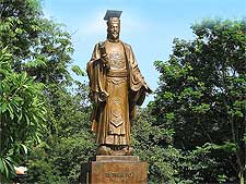 Statue of Emperor Ly Thai To, picture by William Whyte