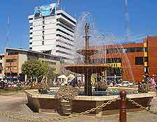 Plaza de Armas photo, showing fountain