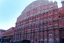 Photo showing the Hawa Mahal (Palace of the Winds)